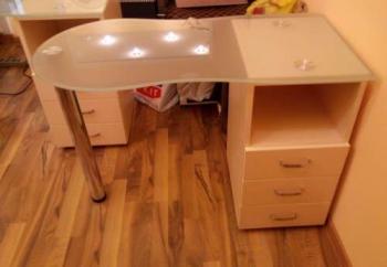 Стеклянный маникюрный стол Стандарт